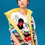 Chaleco reversible amarillo para mujer con print retro de Mickey Mouse, Minnie mouse y Goofy.